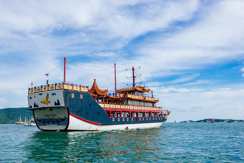 ทัวร์เกาะเฮ เกาะราชาด้วยเรือมังกร(Raya Coral Island By Dragon Boat)