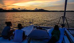 ทัวร์ Sunset Dinner ล่องเรือใบ (Sailing Catamaran)